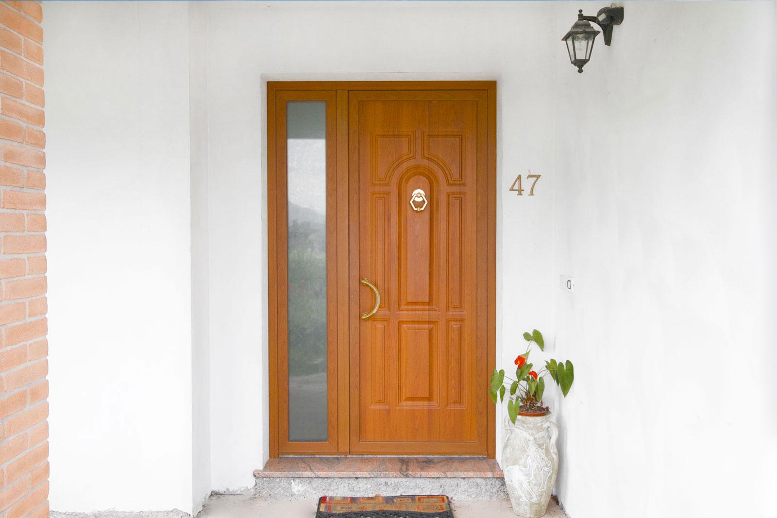 Produzione montaggio vendita porte da esterni portoncini for Porte d ingresso